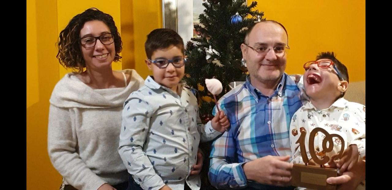 Tatiana, Jorge, Diego y Nacho con el premio de Cadena 100